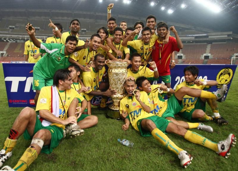 Kedah's players in jubilation after winning the FA Cup finals at the Shah Alam stadium, June 21, 2008. They won 3-2 over Selangor. GLENN GUAN/The Star