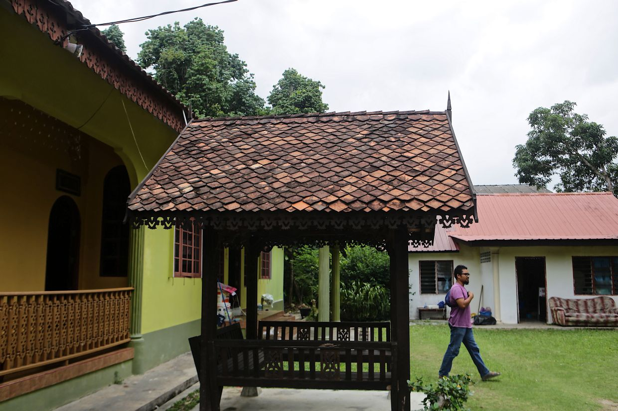 Derived from a Malay word that means 'city of lions', singhora refers to roofing tiles that are made of clay and moulded manually with hands and legs. Photo: Bernama