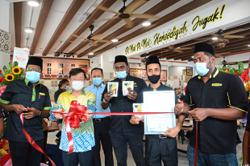 New outlet serves up cheer for nasi kandar fans