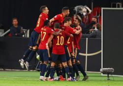 Spain's Gaya nets late goal to snatch draw with Germany