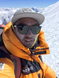 Bringing the dead down from Mount Everest is a dangerous and costly mission
