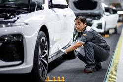 Vietnam's automobile import plunges and footwear export down in 8 months