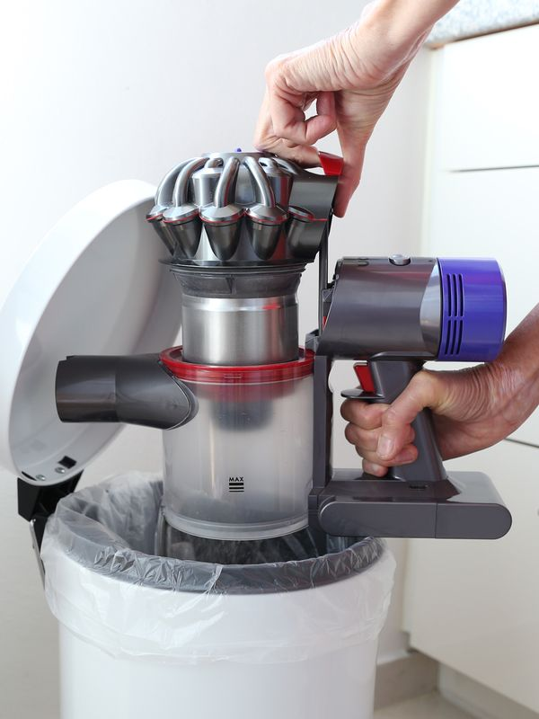 Battery-powered vacuum cleaners usually don't work with dust bags. When the built-in container is full, you'll need to carefully empty it over a bin. — Catherine Waibel/dpa