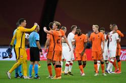 Dutch begin post-Koeman era with victory over Poland