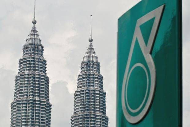 Petronas recognised a net impairment charge of RM21bil during the quarter, in line with many of its global peers, to address the downward revisions on crude oil price outlook, and also lowering assumptions for the future performances of its assets and wells.