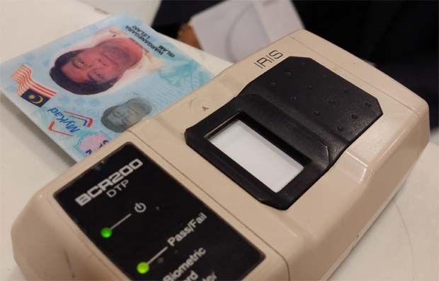 In its filing with Bursa Malaysia, the company said yesterday it had received a letter of intent from India Security Press for the project in relation to the procurement of 15 million International Civil Aviation Organisation (ICAO) compliant electronic contactless inlays along with its operating system required for the manufacture of Indian e-Passports. (File pic shows an Iris reader.)