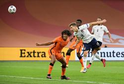 Barella sinks Dutch as Italy get back on winning trail
