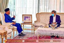 Selangor MB has audience with Sultan Sharafuddin over water cuts