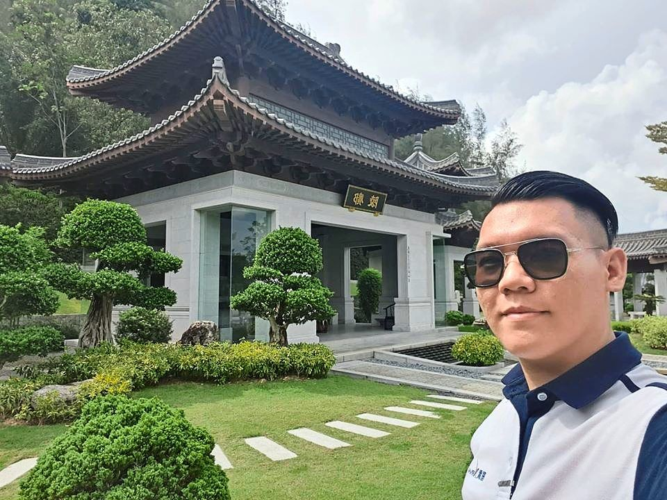 Former tour guide Lim is now a service advisor for a bereavement care company.