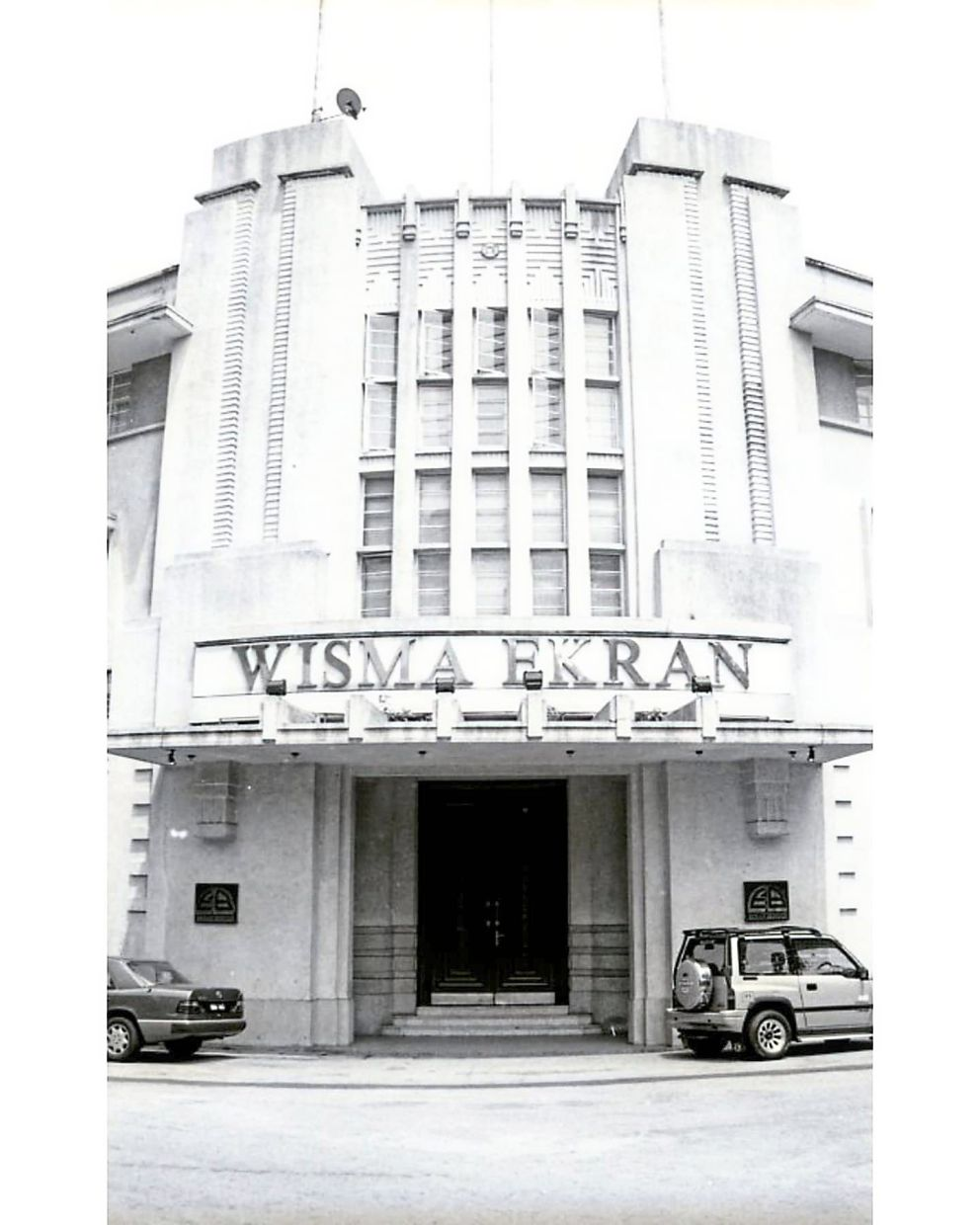 Designed by AO Coltman of Booty and Edwards, this KL building was constructed in 1937. Originally known as the Anglo-Oriental building, it was later taken over by the Malaysian Mining Corporation. Architect Chen renovated the building in 1988 for use by Mahkota College.