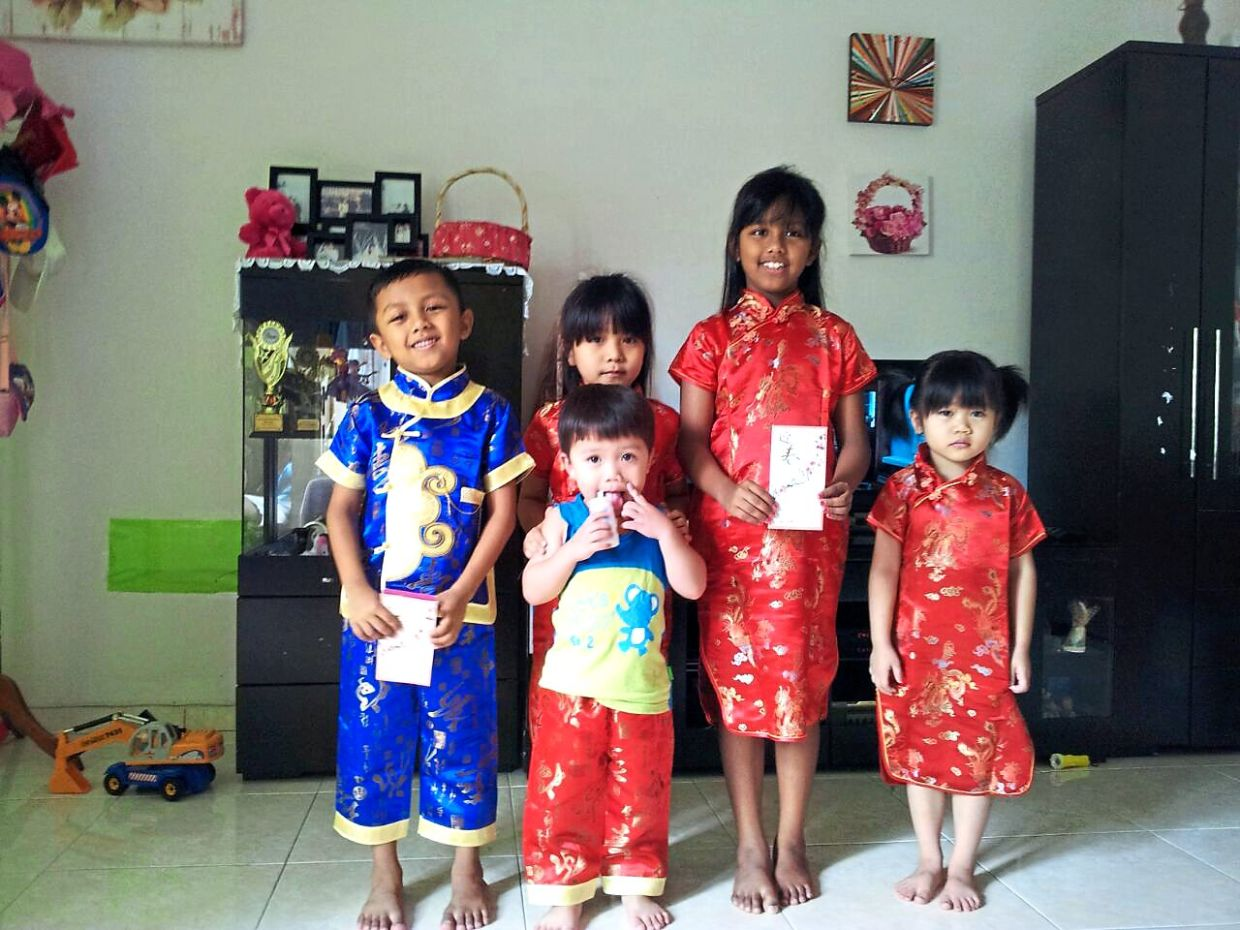 The children celebrating Chinese New Year at Maria's sister (who is married to a Chinese)'s house. Photo: Peter Luruthudass Annaniah