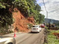 Landslides reported at three locations heading up to Cameron Highlands from Tapah