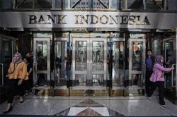 Indonesia stocks trip with central bank likely to hold rates