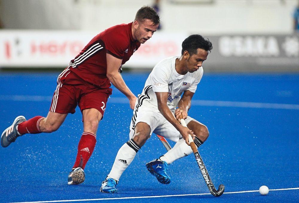 Malaysia's Faizal Saari (right) control the ball from Wales's Hywel Jones at the FIH Men's Series Finals Kuala Lumpur 2019 at National Hockey Bukit Jalil, Kuala Lumpur. FAIHAN GHANI/The Star.