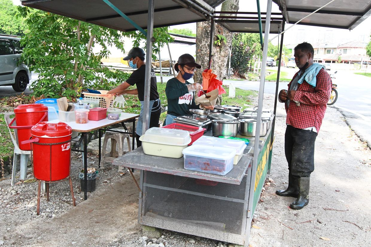 To get a licence, roadside stalls must ensure they do not obstruct traffic nor operate in congested areas.