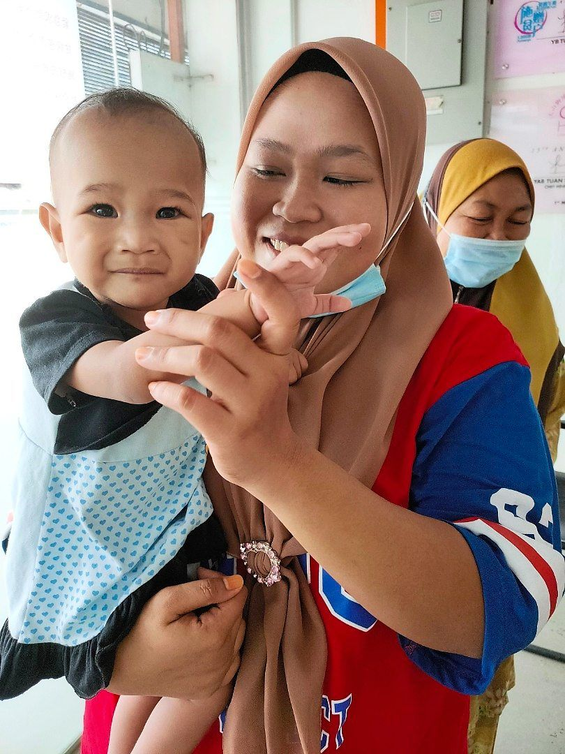 Nur Anis with mother Nor Syamimi, 26.