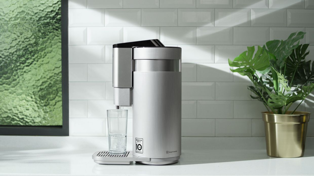 The LG PuriCare 4-WARD Tankless Water Purifier is the newest addition to the LG PuriCare range