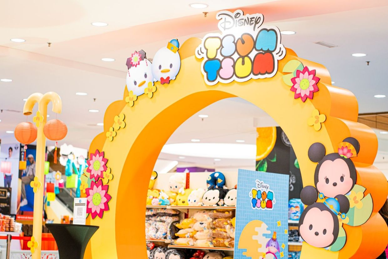 Besides visiting the Mid-Autumn Festival in Gurney Plaza, you can also catch the Disney Tsum Tsum Pop-Up store.