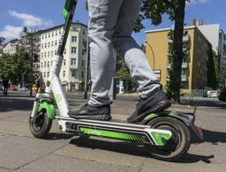Electric scooter braking tips: Stand back and use the rear brake