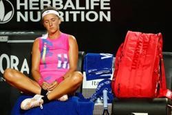 Azarenka lends tearful Kasatkina helping hand after injury in Rome
