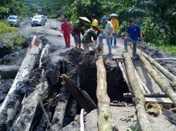 Trunk road in Baram collapses, 10,000 natives cut off