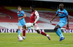 Late Nketiah strike gives Arsenal 2-1 win over West Ham