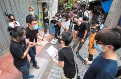 988 deejays surprise fans in Ipoh