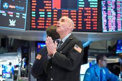 Corporate debt frenzy rolls on as market worries loom