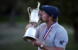 DeChambeau 'playing his own little course', says Oosthuizen