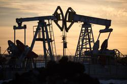 Oil prices slip on potential Libyan output return, storm supports
