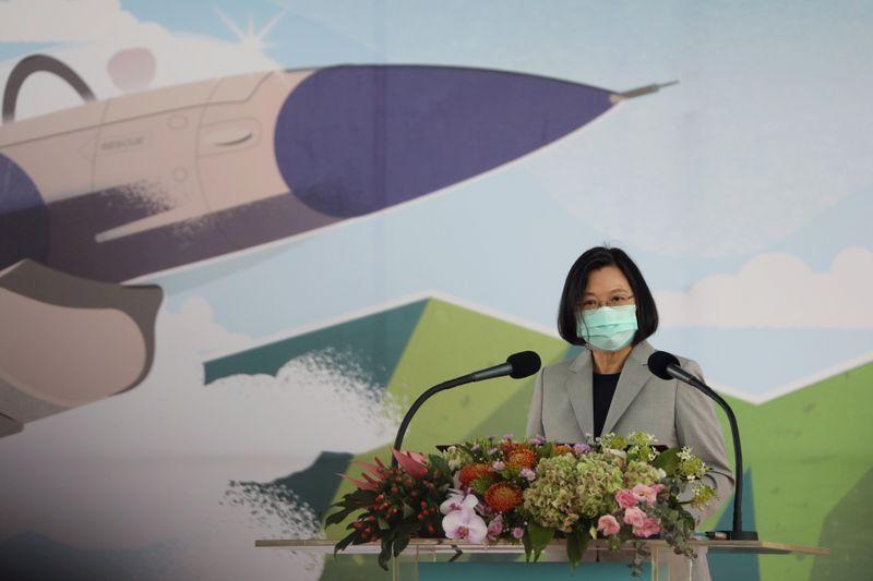 Taiwan president praises 'heroic' pilots who intercepted Chinese jets