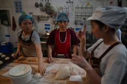 A place for everyone: Bakery helps the deaf earn their daily bread