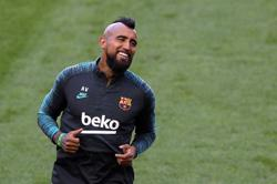 Inter sign midfielder Vidal from Barcelona for 1 million euros