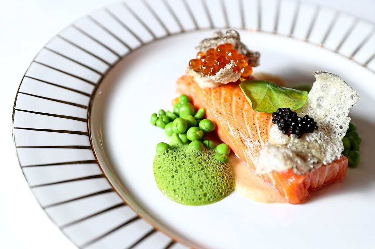 Balade sur la Seine features torched salmon, trout roe, crispy fish skin, Jerusalem artichokes, green peas and parsley emulsion.