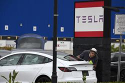 Tesla cuts battery cost on road to US$25,000 model