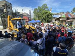 Residents attempt to stop excavators from demolishing Setapak houses