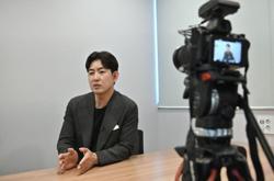 Nuts to politics: Ex-air steward eyes to lead South Korean party