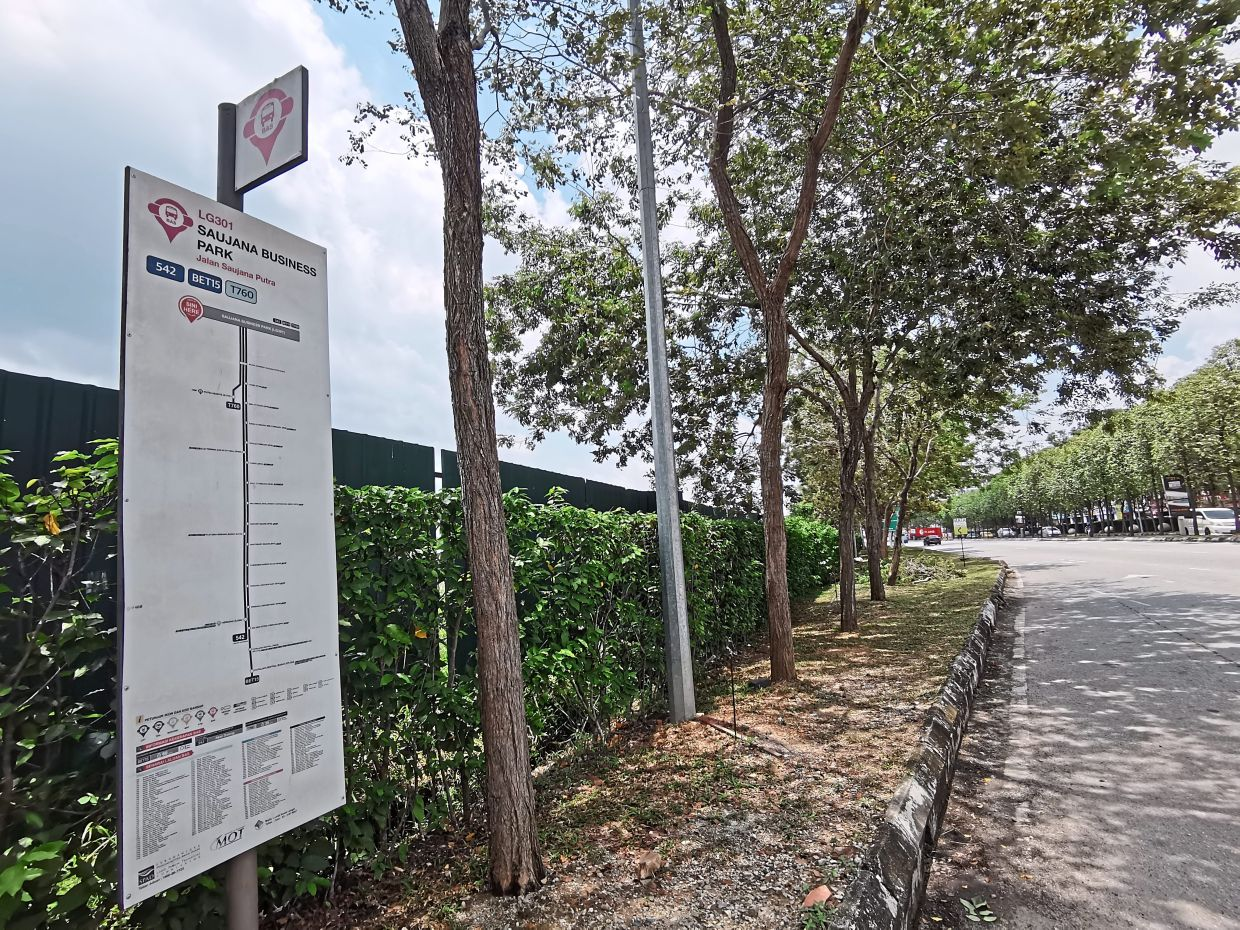 Nadiputra used to provide a bus service — T706 — from the township to Putra Heights LRT station but that stopped in March.