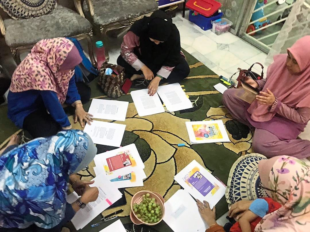 Johor Baru Breastfeeding Mothers Support Club book committee holding a discussion to finalise the book's content.