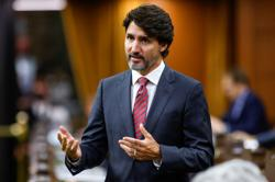 Canada government raises unemployment benefit, set to win opposition backing