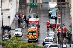 Suspect arrested in Paris stabbing attack: police source
