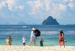Thailand mulls shortening quarantine period for foreign tourists