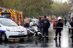 Two injured in Paris stabbing attack: police source now says