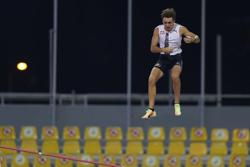 Duplantis wins in Doha to complete perfect season