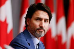 Canada's biggest provinces seek clamp down on social gatherings as coronavirus wave spreads