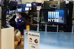 Wall Street ends higher as tech rally squashes virus fears