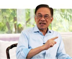 Fourteen Umno MPs deny supporting Anwar as next PM