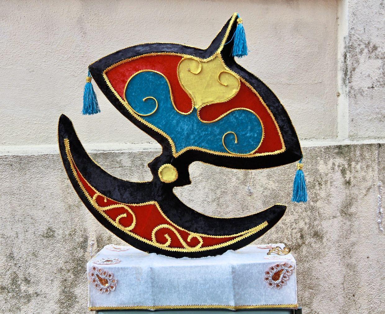A bold-coloured wau lantern made by Wong.