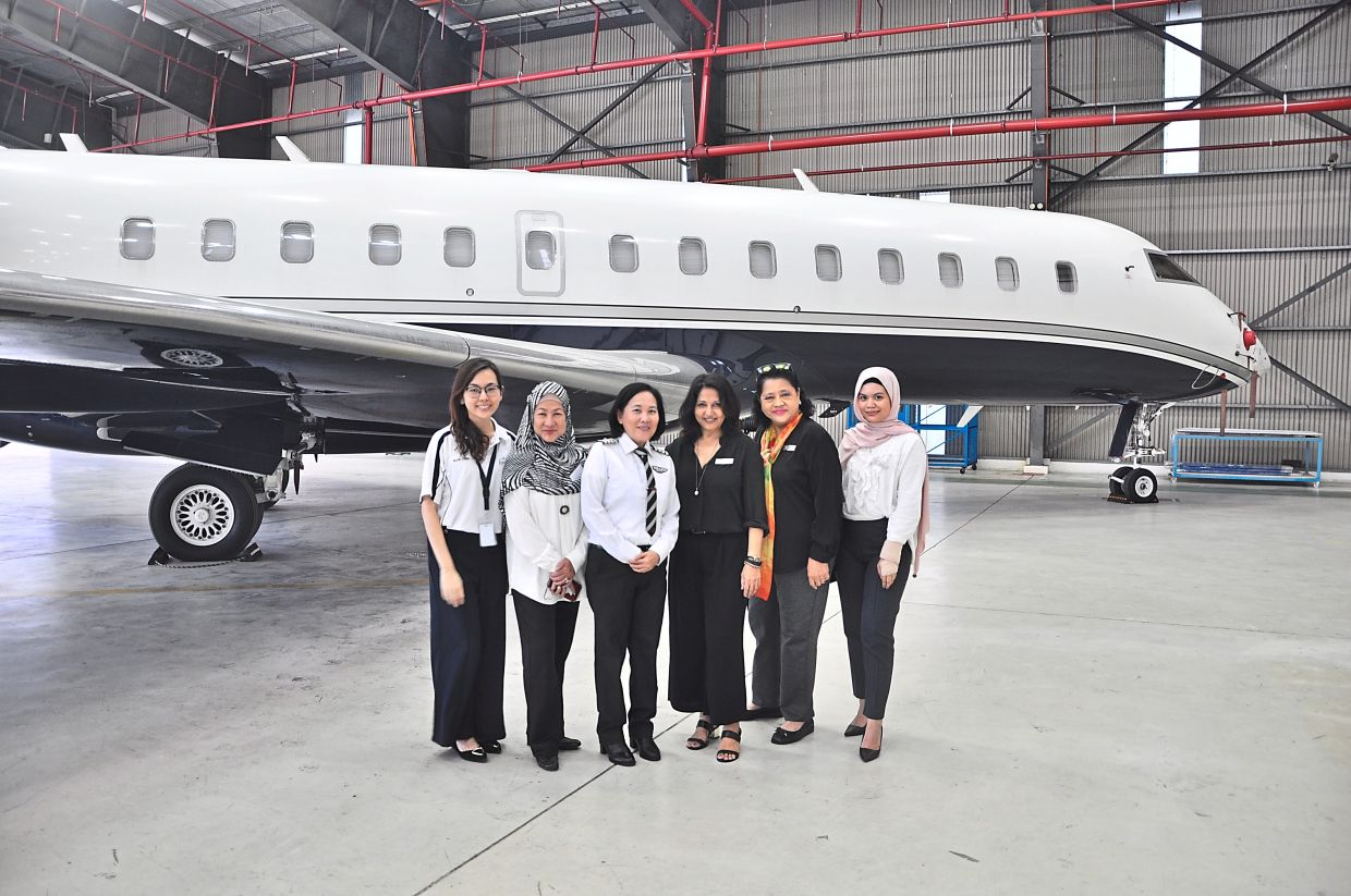 (Third and fourth from left) Air Asia pilot Norashikin Onn and WiAA founder Katy Chahal at The WiAA Project launch. Photo: The WiAA Project
