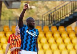 Lukaku double fires Inter Milan to big win at Benevento